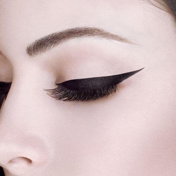 cómo trazar el eyeliner