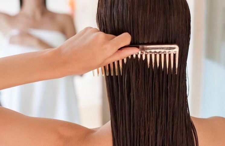desenredar cabello mojado