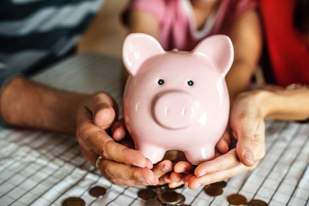 cómo enseñar finanzas a tus hijos