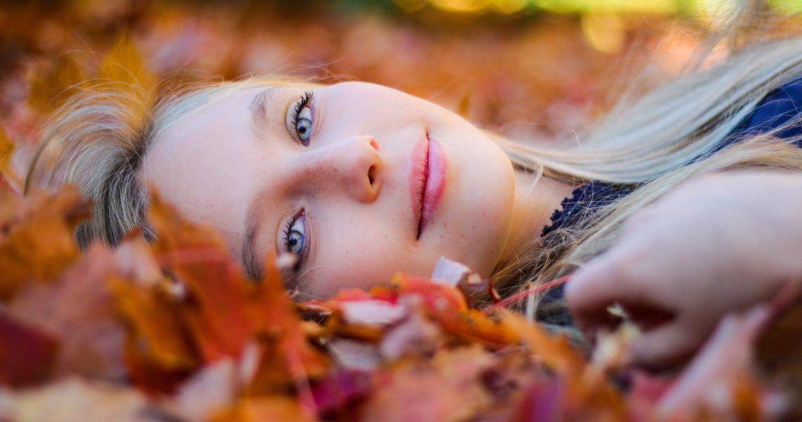 3 complementos alimenticios imprescindibles para prevenir la caída del cabello en otoño