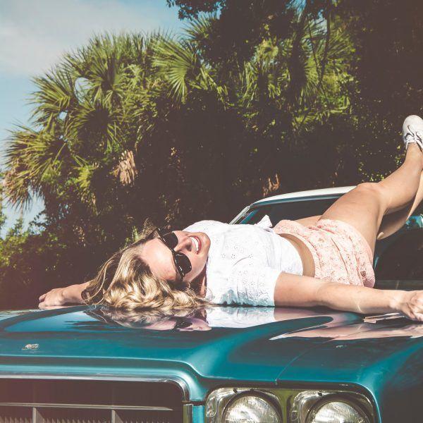 falsos mitos belleza post-verano mujer coche