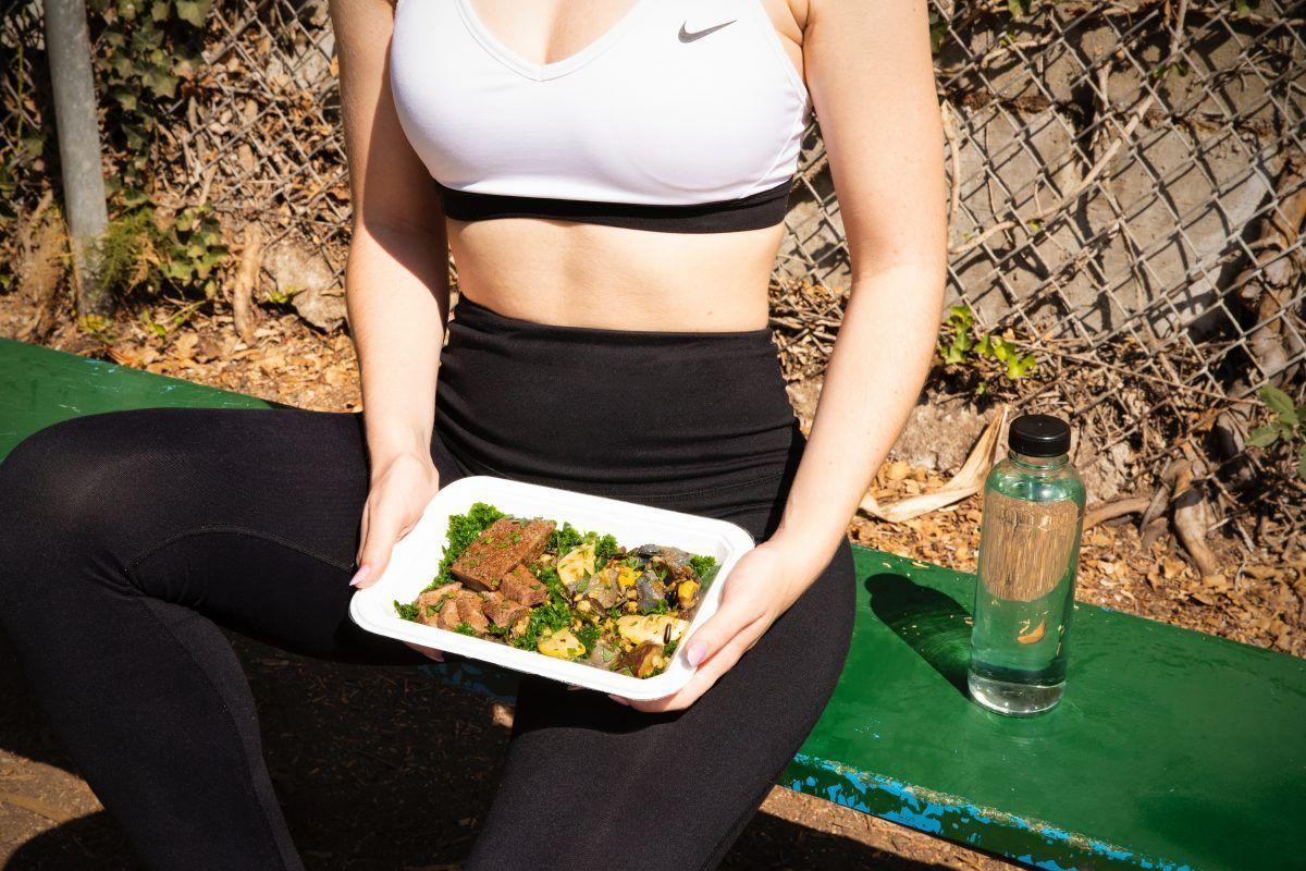 alimentación fuente energía mujer plato