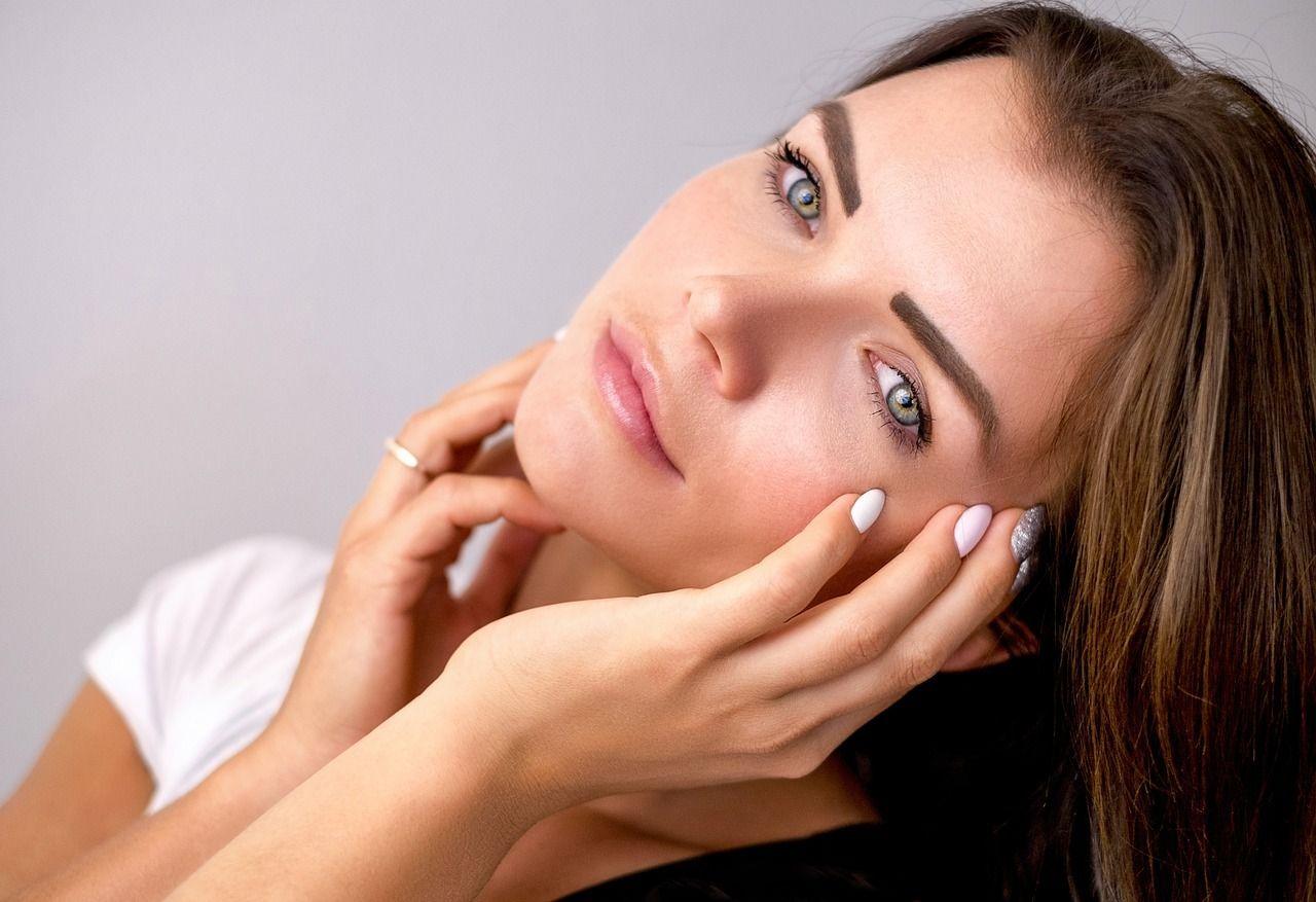 cómo combatir signos envejecimiento piel mujer