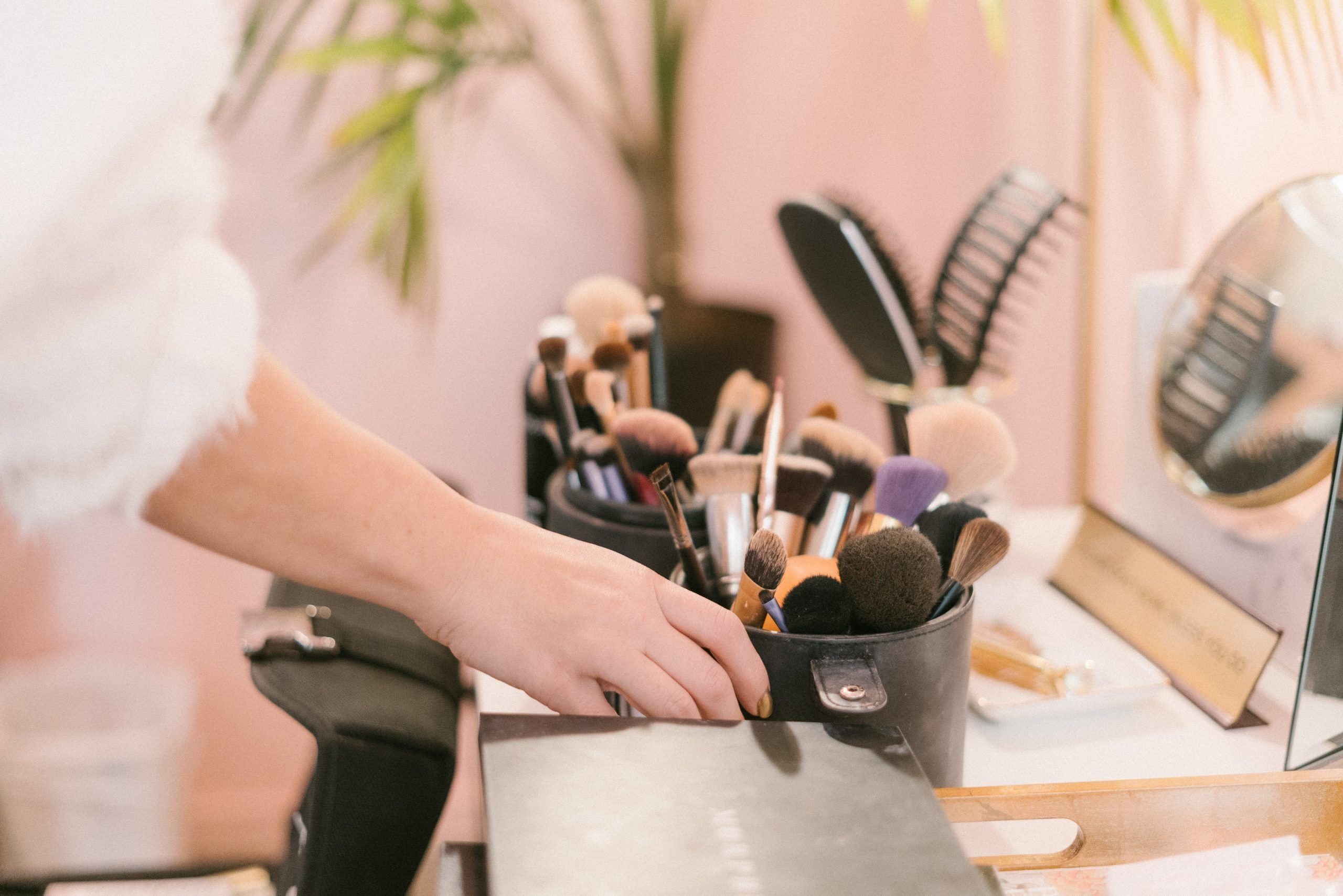 brochas y pinceles de maquillaje limpieza