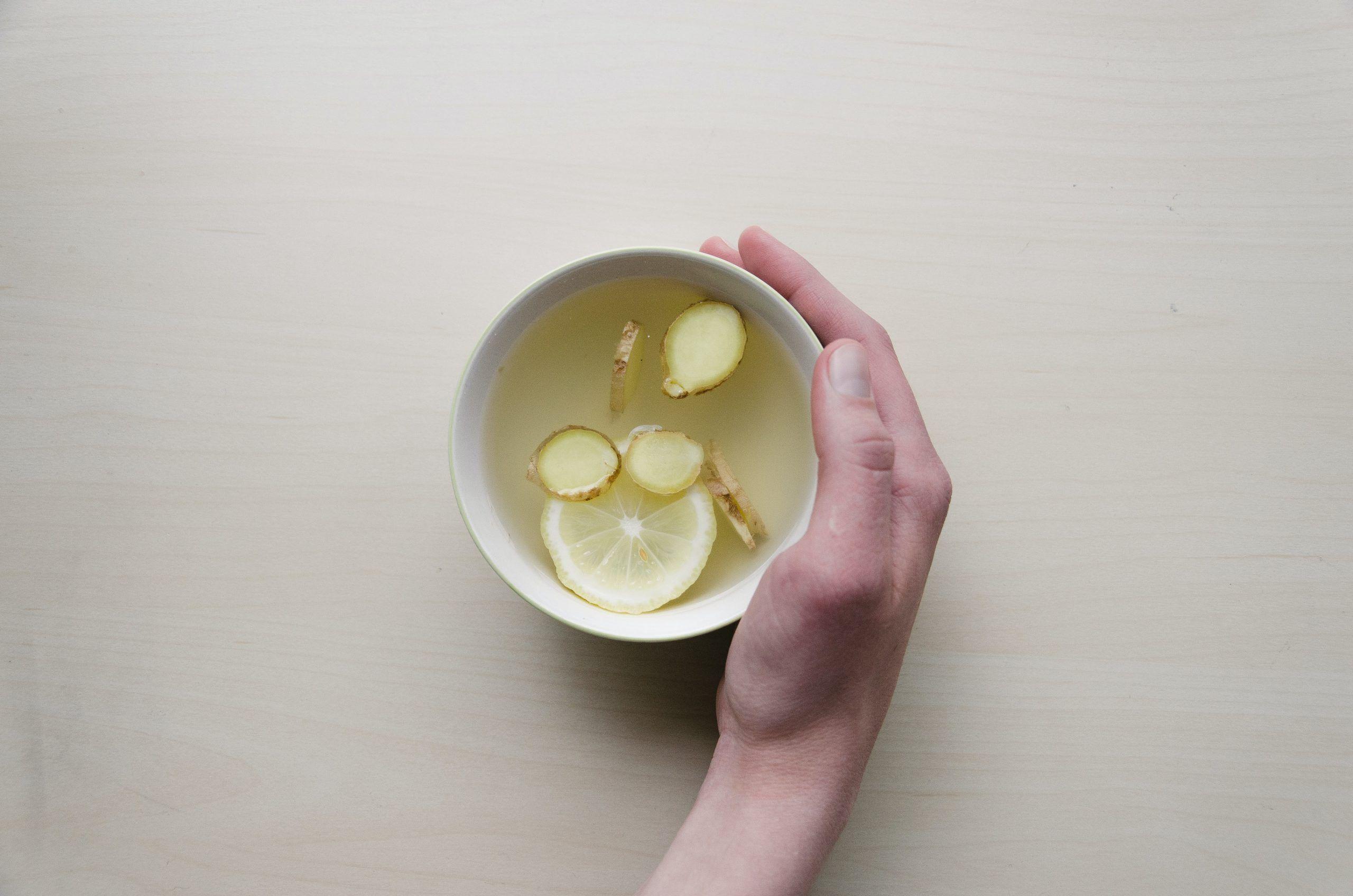 infusión jengibre y limón reforzar defensas y pulmones