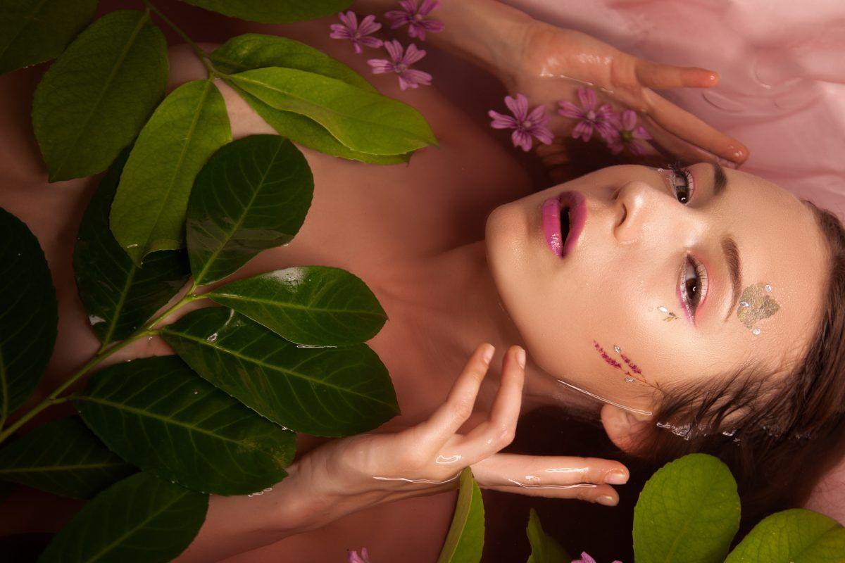 cómo usar el corrector de maquillaje mujer agua