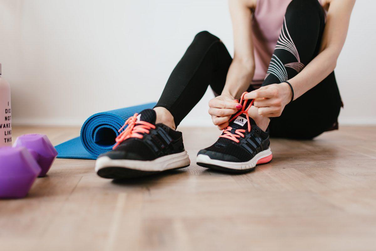 ejercicios para tonificar brazos y piernas en casa